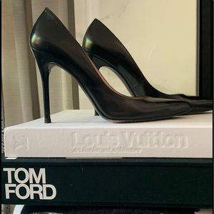 Authentic Stuart Weitzman Sz 9 classic black pumps
